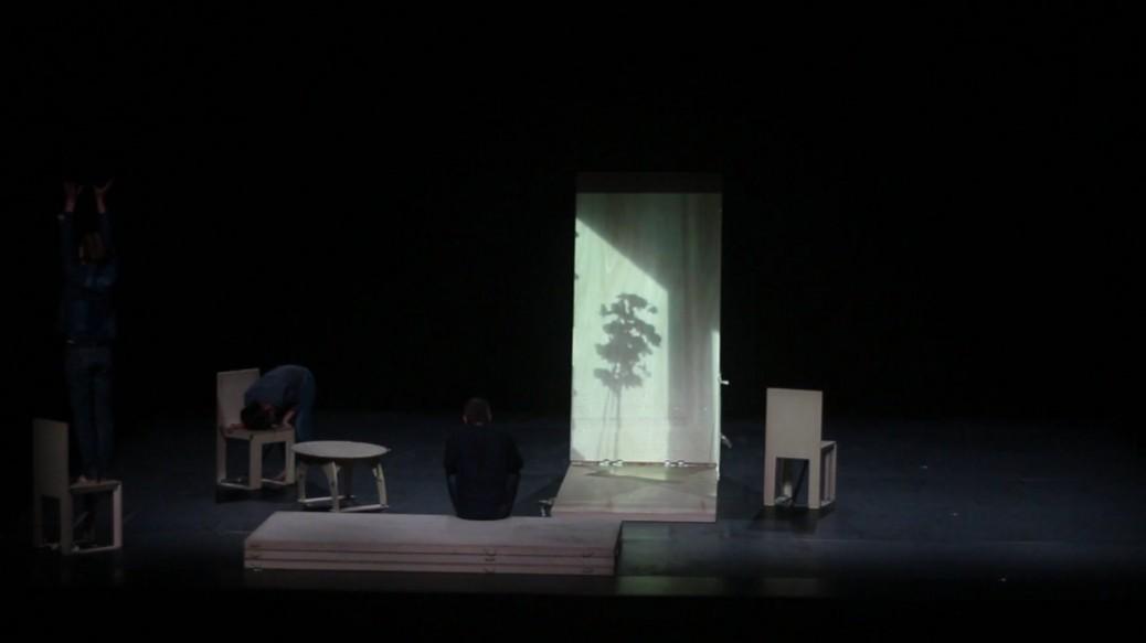projection vidéo sur un panneau de bois
